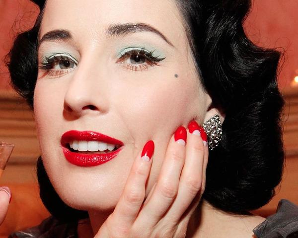Le unghie anni 40 di Dita Von Teese.