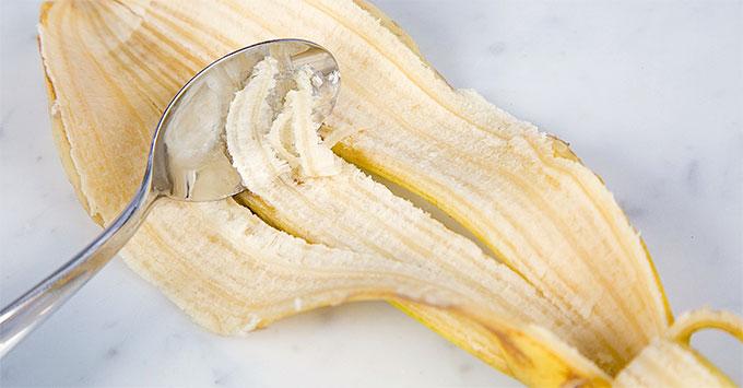 Come prelevare la buccia di banana per i vostri rimedi.