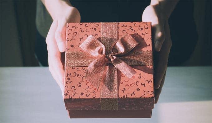 f4b64b28ed4731 La scelta del regalo di Natale per lui è ogni anno un'impresa, che sia il  fratello, un amico, marito o fidanzato, anche se si conoscono i gusti e le  ...