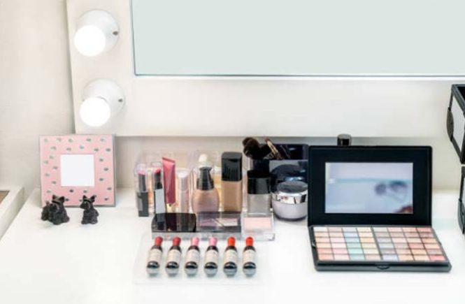 makeup-table
